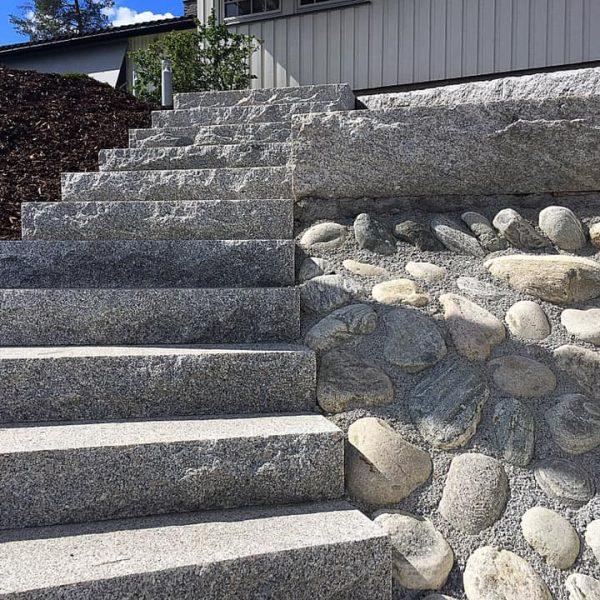 Steinlegging av trapp i Oslo